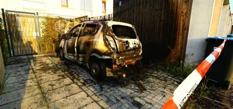 Weer is het raak in Enschede: 39ste auto gaat in vlammen op
