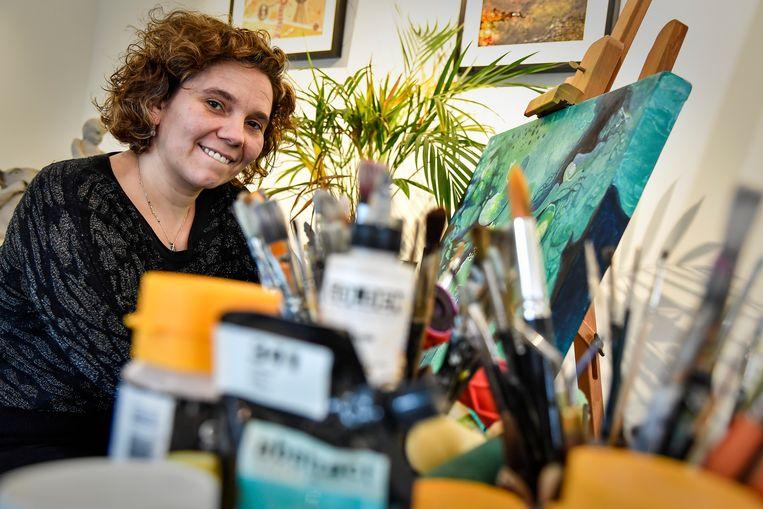 Mieke aan het werk in haar atelier