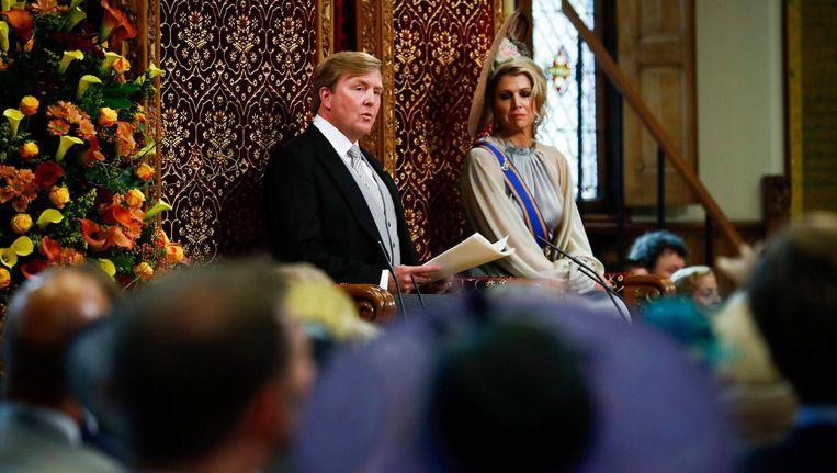 Koning Willem-Alexander leest, met aan zijn zijde koningin Maxima, de troonrede voor Beeld anp