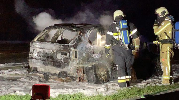 De uitgebrande BMW.