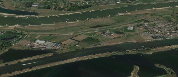 Het bedrijf Jagtenberg (links op de foto), ingeklemd tussen de Maas en Waal en vlakbij het dorp Heerwaarden (rechts), sluit na 55 jaar de deuren.