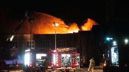 Zware brand in oud fabrieksgebouw Microfibres in Laarne