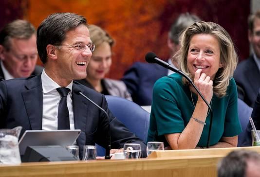 Premier Mark Rutte en Kajsa Ollongren, minister van Binnenlandse Zaken, in vak K tijdens de tweede dag van de Algemene Politieke Beschouwingen.