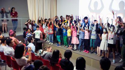 Flashmob van zomerschool in M-Museum