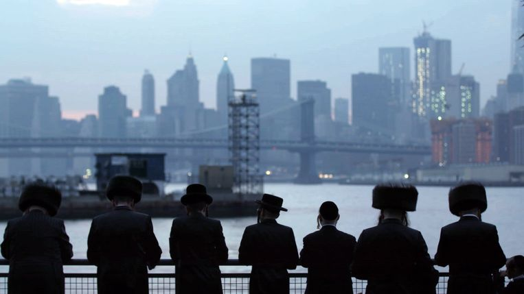 De orthodox-joodse gemeenschap in de documentaire is een van de meest gesloten groepen die er zijn. Beeld netflix /rv