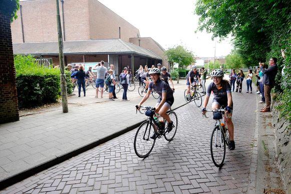 De opbrengst van de fietstocht gaat naar een goed doel in Kenia.