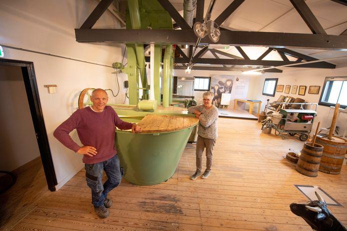 Hennie Klein Koerkamp en Gerda Luchtenberg zijn trots en blij dat het museum na drie jaar verbouwen en opknappen nu weer open gaat.