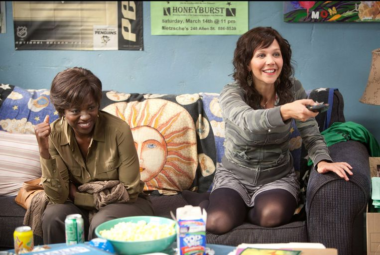 Viola Davis (links) en Maggie Gyllenhaal in Won't Back Down (Daniel Barnz, 2012). Beeld