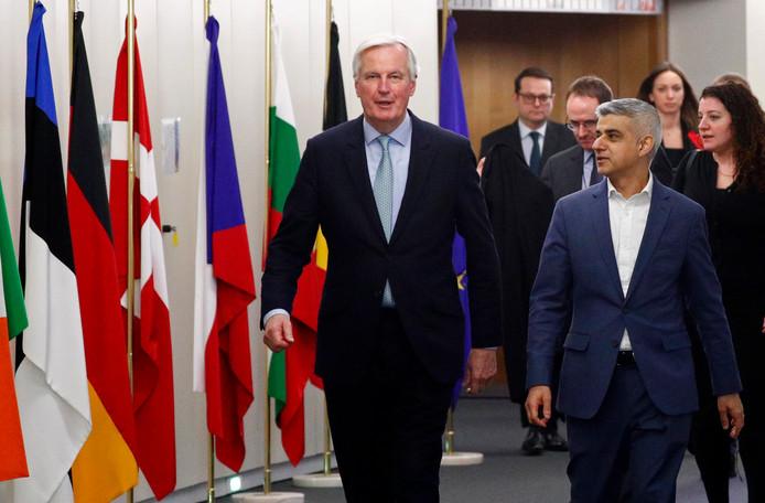 Michel Barnier (l) en  Sadiq Khan, de burgemeester van Londen.