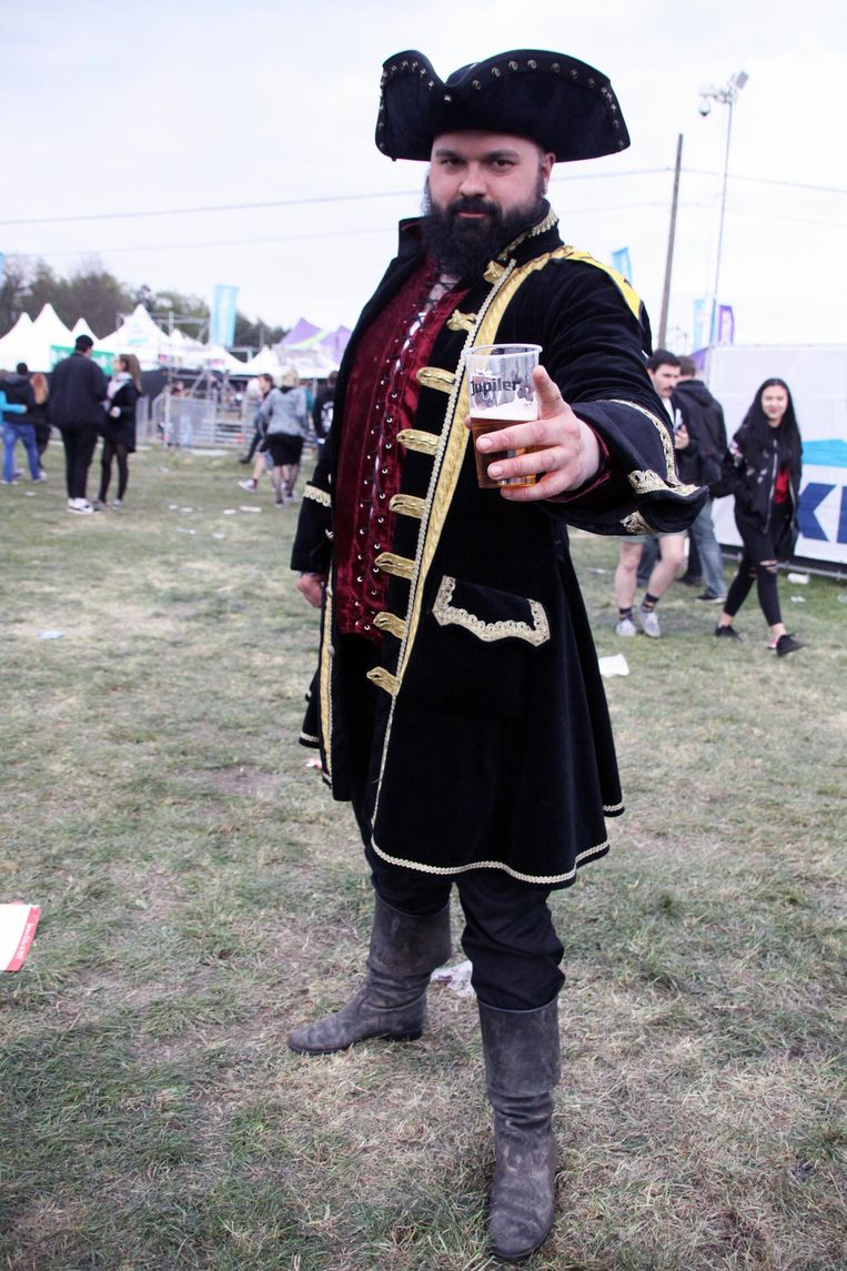 Een kleurrijk figuur op de festivalweide: Captain Bearbeard.
