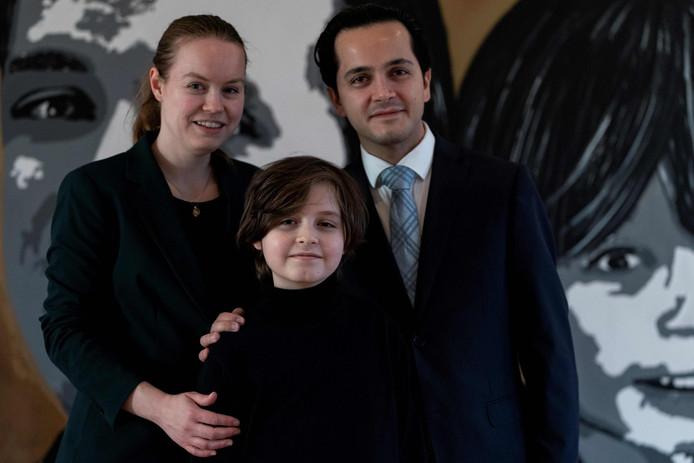 Laurent Simons pose avec ses parents Alexander et Lydia.