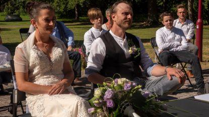 """Karen en Björn zijn eerste openlucht-trouwkoppel in Reinaertpark: """"Altijd onze grote droom geweest en dankzij Corona komt die nu uit"""""""