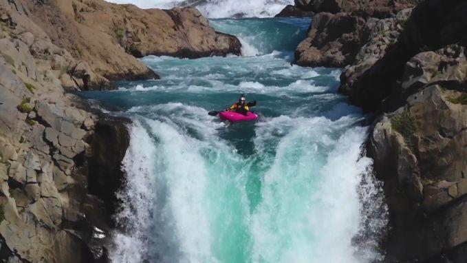 Man neemt duik van tweede hoogste waterval
