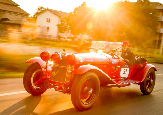 Een klassieke Alfa Romeo in de Mille Miglia