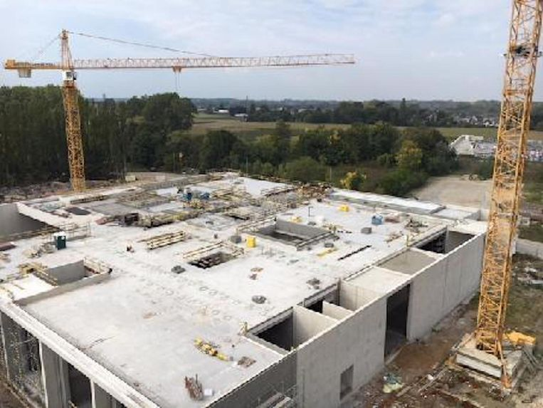 Het crematorium gezien vanuit de lucht. Tegen juni 2018 moet het klaar zijn.