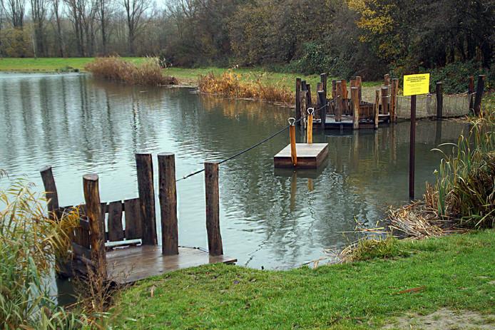 In het gebied kan beter niet gezwommen en in de modder gespeeld worden.