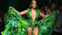 """Jennifer Lopez trok haar beruchte Versace-jurk nog eens aan: """"En te weten dat mijn styliste er geen fan van was"""""""