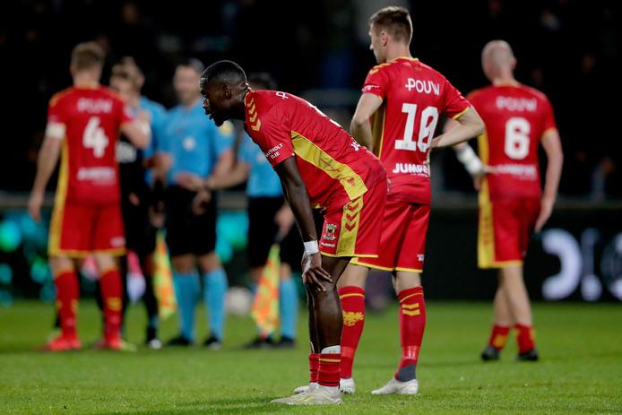 Maecky Fred Ngombo en Alexander Bannink zijn de personificatie van de teleurstelling bij GA Eagles na de 1-1 tegen Jong AZ.