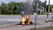 Motorfiets met gestolen nummerplaat in de fik