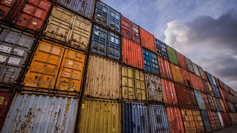 Via de haven van Antwerpen voerden de beklaagden op grote schaal verdovende middelen in.