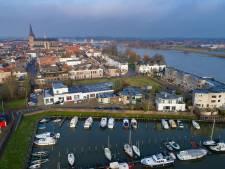 'Hanzemuseum met IJsselkogge bij Bovenhaven in Kampen'