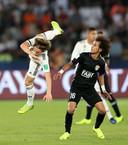 Mohamed Abdulrahman kegelt Luka Modric de lucht in.