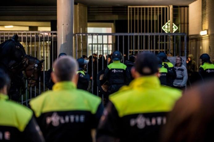 Politie bij het supportershome.