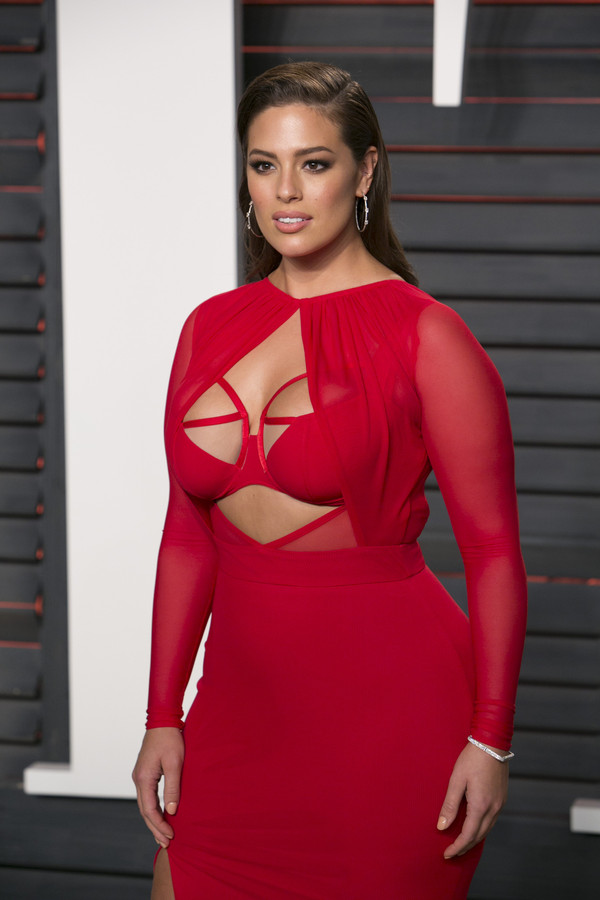 Model Ashley Graham: term 'plus-size' is ouderwets