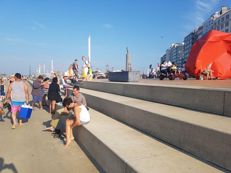 De billenkar reed van de hoge trappen van het Zeeheldenplein.