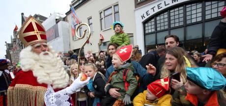 Streep door alternatieve sinterklaasintocht Dordrecht: Pakjesboot XXL meert niet aan