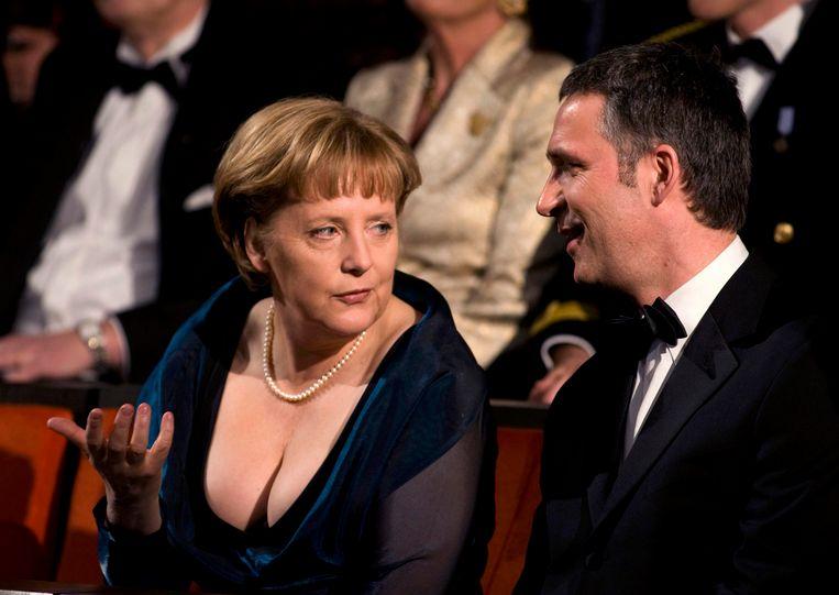 Merkel met de Noorweegse premier Jens Stoltenberg tijdens de opening van het operagebouw in Oslo. Beeld reuters
