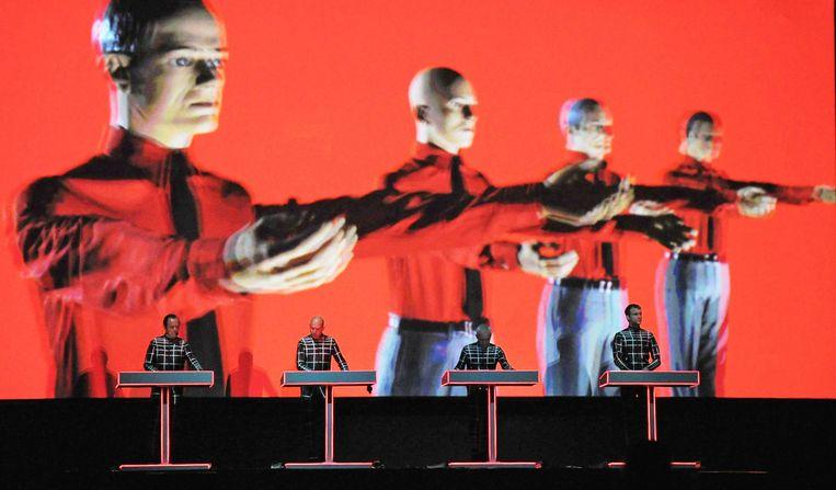 Florian Schneider, mede-oprichter van de iconische Duitse elektroband Kraftwerk, is overleden. Dat heeft zijn familie bekendgemaakt. De voormalig muzikant is 73 jaar geworden.