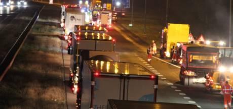 Wegwerkers komen onder veegwagen op de A1 bij Holten