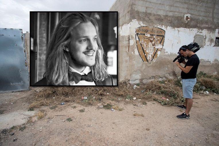 Een cameraman filmt de plek waar het lichaam van Van Luijn werd gevonden.