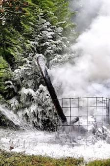 Buren bellen brandweer voor woningbrand Steensel, blijkt zelfgemaakt vuur in de tuin