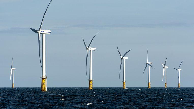 Het Prinses Amalia Windpark ter hoogte van IJmuiden is nu een van de grootste windmolenparken in de Noordzee. Beeld anp