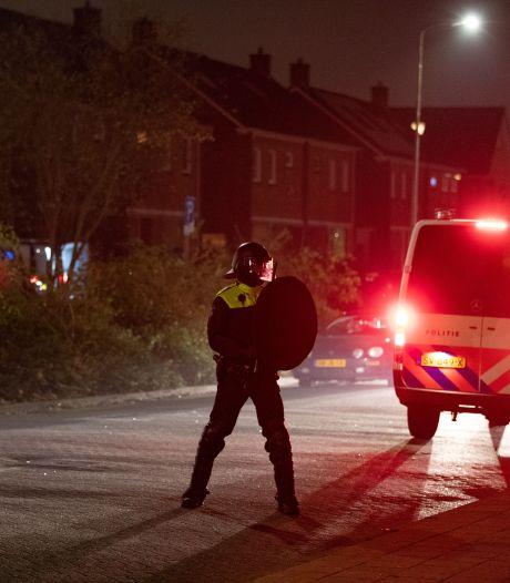 Vuurwerk, verkleedkleren en heel veel politie: hoe het op Urk opnieuw ontspoorde