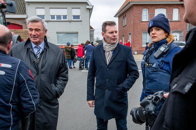 Burgemeester Hendrik Verkest en toekomstig Burgemeester Lieven Huys volgden de situatie op de voet.