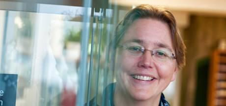 Radboud treedt op tegen 'verengelsing' onderwijs: Werkstuk over Vondel mag nu toch in het Nederlands