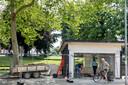 Er wordt druk gesloopt bij de historische kiosk aan de Tielse Veemarkt.