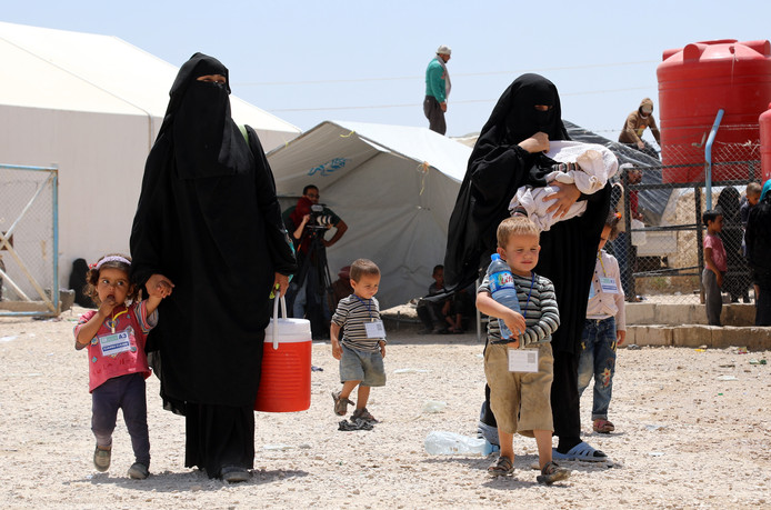 IS-vrouwen met hun kinderen in het detentiekamp Al Hol in Noord-Syrië. In het kamp verblijven honderden Europese vrouwen en kinderen.