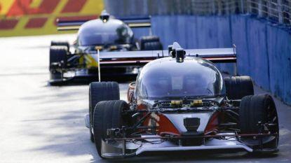 Eerste race met zelfrijdende auto's eindigt met crash