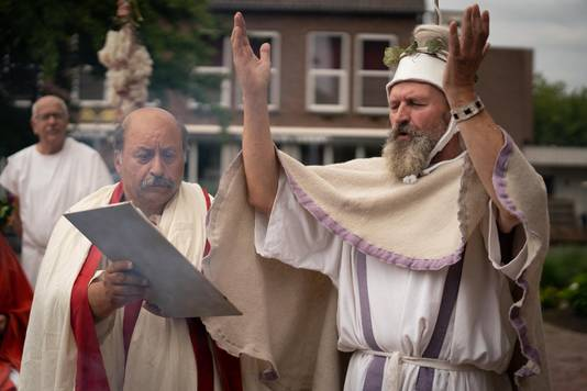 Elst 2007- Toeristisch project: een Romeinse bruiloft wordt nagespeeld in de Grote Kerk /203598