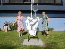 Bewoners van De Schakel schenken serviceflat een verjaardagscadeau