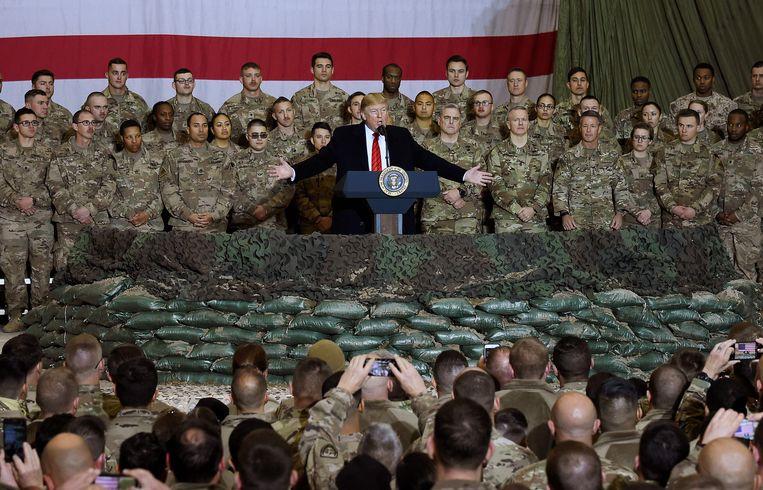 De Amerikaanse president Trump bracht op Thanksgiving, eind november, een bezoek aan de Amerikaanse soldaten in de basis van Bagram, in Afghanistan.