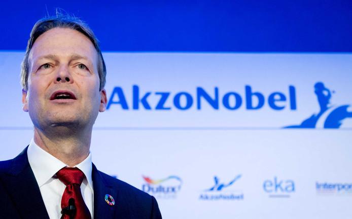 CEO Ton Buchner van Akzo Nobel geeft een toelichting op de eerste kwartaalcijfers.