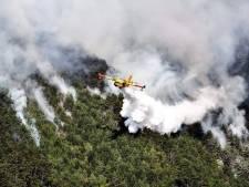 Bosbrand teistert omgeving Gardameer, vakantiegangers willen weg