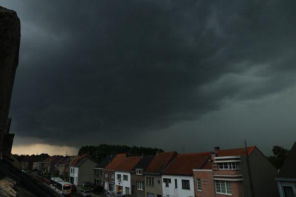 Het onweer trok ook over Waasmunster. Even werd het pikdonker.