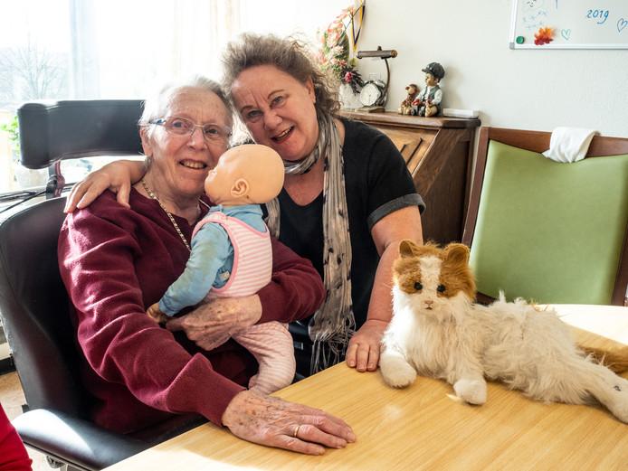 Johanna met bewoonster Betty.