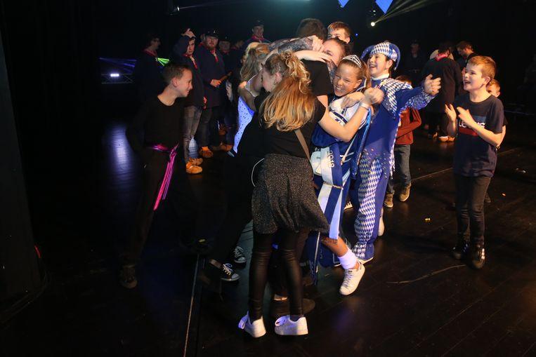 De jongeren van De Mannen van de Met vallen mekaar in de armen: De groep wint Halle Op Losse Schroeven met een mooie show?